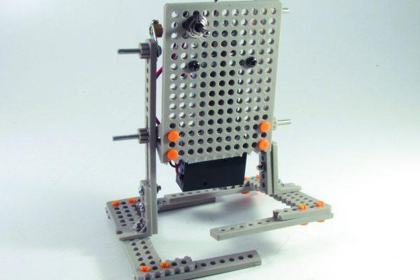 「二足歩行ロボット」の場合、「本体」は「体」、「動力」は「モータ」、「動く部分」は「足」になる