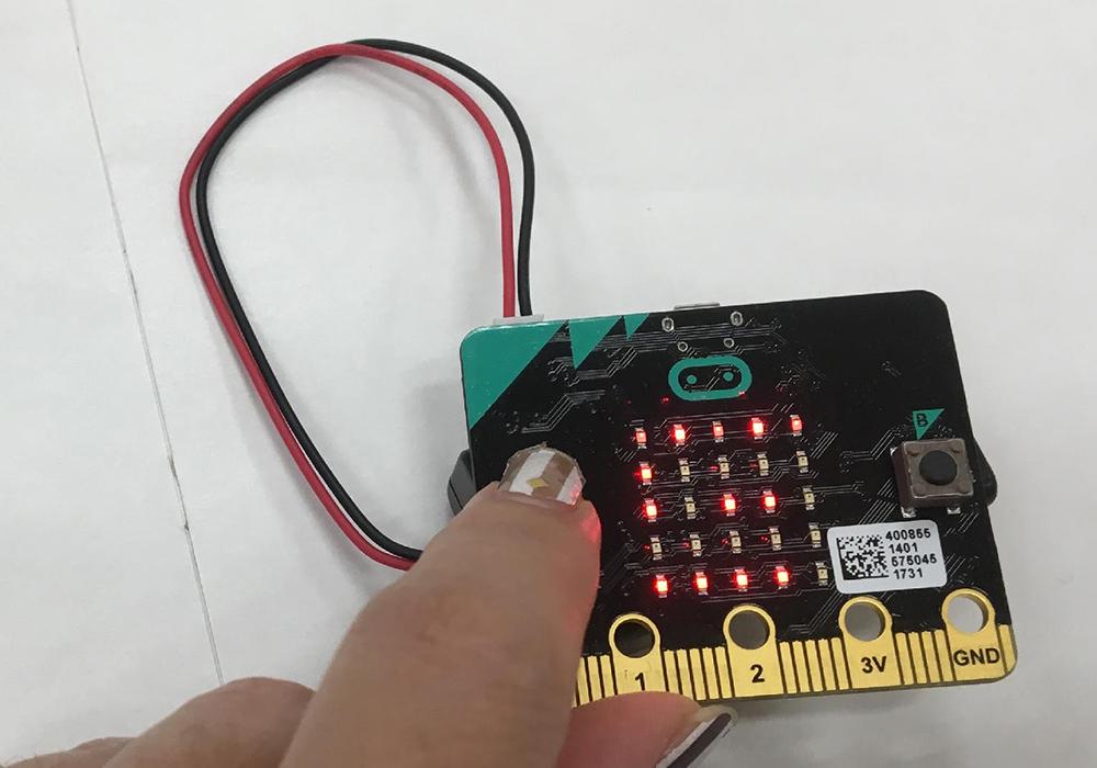 「micro:bit」を使って「コンパス付き万歩計」を作ろう!
